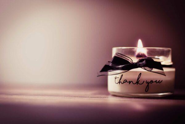 """Candela autunnale con scritta """"Thank you"""""""